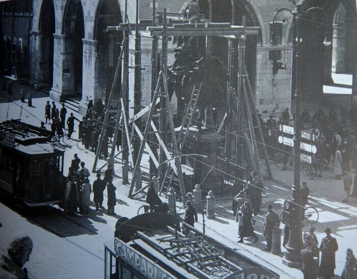 Opere di rimozione delle statue equestri di Piazza Cavalli